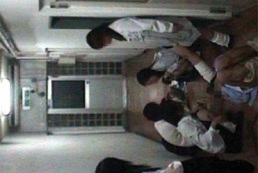 高校生集団 中年男性暴行動画